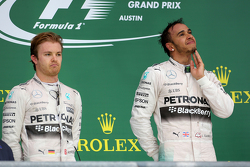 Podio: Ganador de la Carrera y Campeón del Mundo Lewis Hamilton, Mercedes AMG F1 Team y el tercer lugar Sebastian Vettel, Scuderia Ferrari