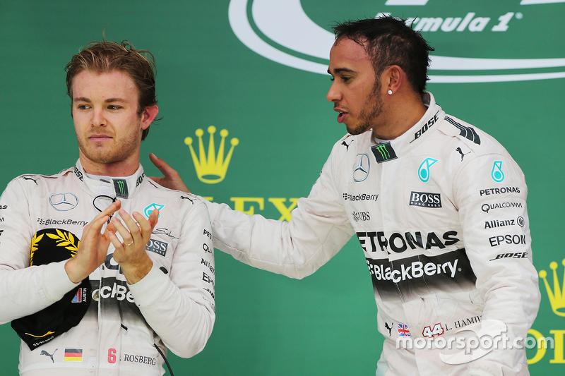 Подиум: победитель гонки и чемпион мира - Льюис Хэмилтон, Mercedes AMG F1, второе место - Нико Росберг, Mercedes AMG F1 W06