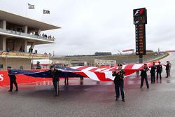 Американский флаг на стартовой решетке