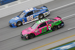 Danica Patrick, Stewart-Haas Racing Chevrolet and Michael Waltrip, Waltrip Racing Toyota
