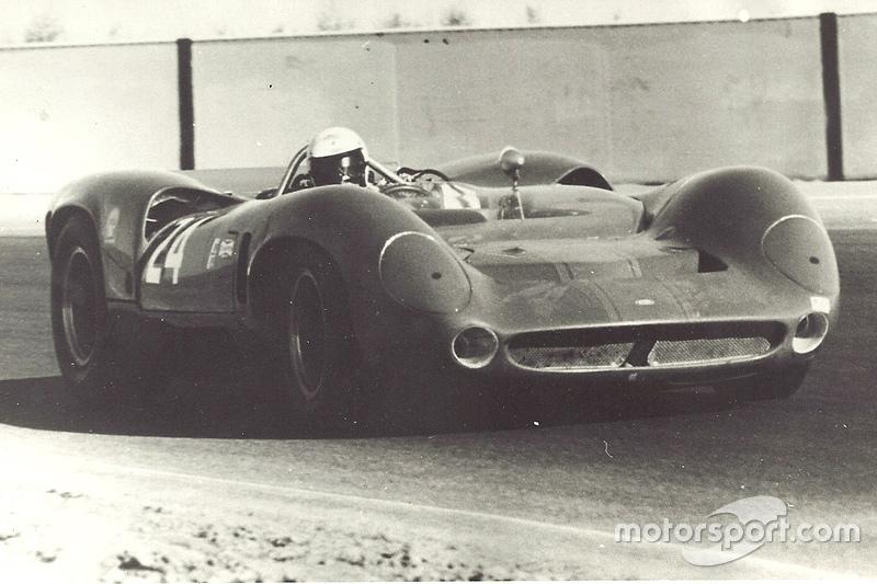 Маріо Андретті at Riverside in a Lola T70