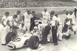 Mario Andretti and pit crew, Indy 500