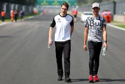 Stoffel Vandoorne, McLaren Honda reserverijder en Pierry Gasly, Red Bull Racing testrijder