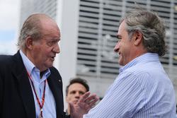 De voormalige Spaanse koning Juan Carlos met Carlos Sainz