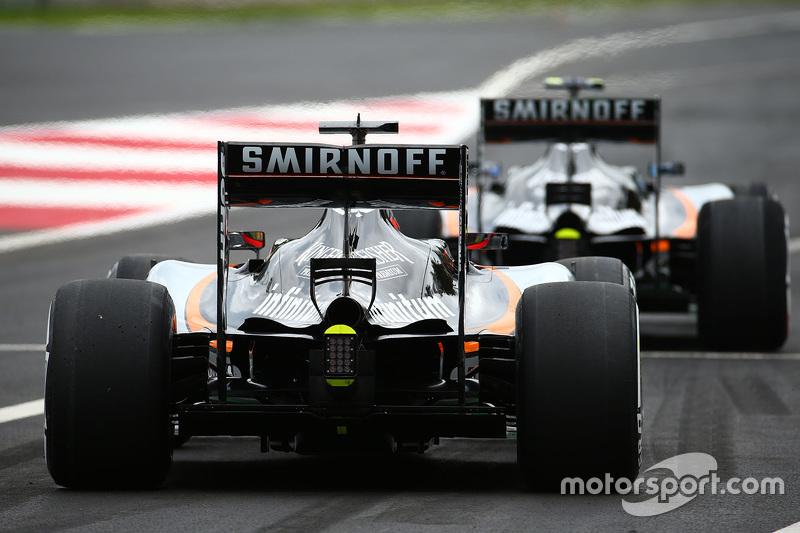 Ніко Хюлкенберг, Sahara Force India F1 VJM08 та Серхіо Перес, Sahara Force India F1 VJM08 залишає піт-лейн