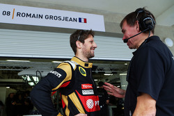 Romain Grosjean, Lotus F1 Team met Alan Permane, Lotus F1 Team Trackside Operations Director