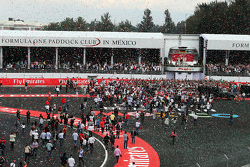 Podium: Second place Lewis Hamilton, Mercedes AMG F1, race winner Nico Rosberg, Mercedes AMG F1 and third place Valtteri Bottas, Williams