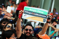 Sergio Perez, Sahara Force India F1 fans in de tribunes