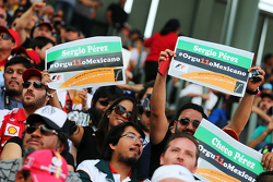 Sergio Perez, Sahara Force India F1 fans in de tribunes