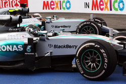 Winnaar Nico Rosberg, Mercedes AMG F1 W06 en tweede plaats Lewis Hamilton, Mercedes AMG F1 W06 in pa