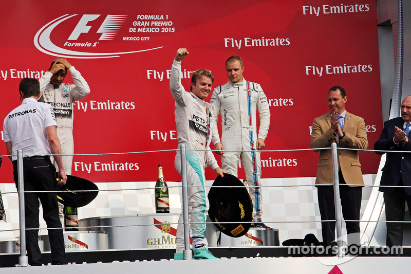 Podium: Race winner Nico Rosberg, Mercedes AMG F1 celebrates on the podium