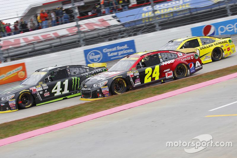 Kurt Busch, Stewart-Haas Racing Chevrolet and Kyle Larson, Chip Ganassi Racing Chevrolet