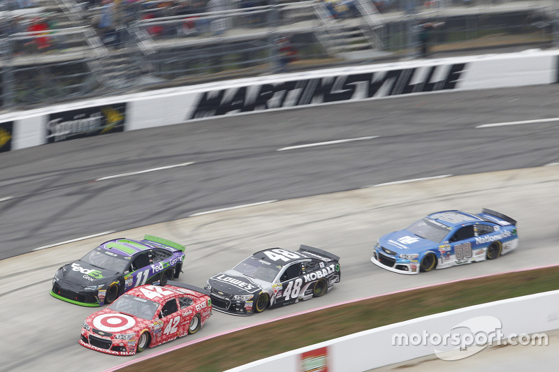 Kyle Larson, Chip Ganassi Racing Chevrolet and Jamie McMurray, Chip Ganassi Racing Chevrolet1 and Jimmie Johnson, Hendrick Motorsports Chevrolet and Dale Earnhardt Jr., Hendrick Motorsports Chevrolet