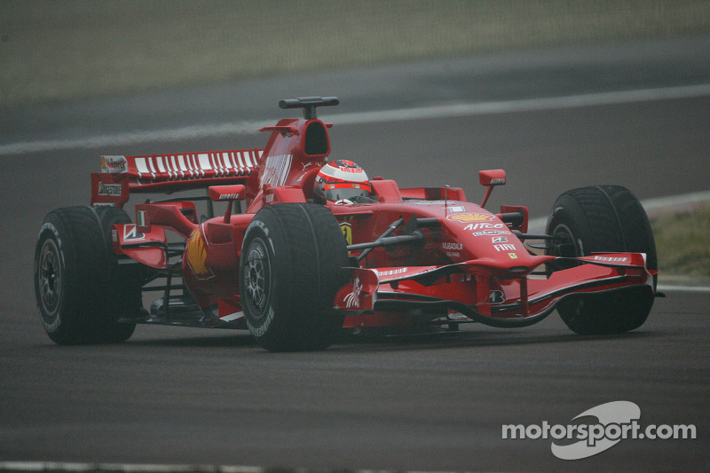 Kimi Raikkonen prova la nuova Ferrari F2008