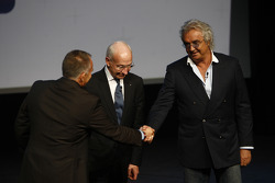 Peter Windsor shakes hands with Flavio Briatore, Managing Director, Renault F1, and Bernard Rey