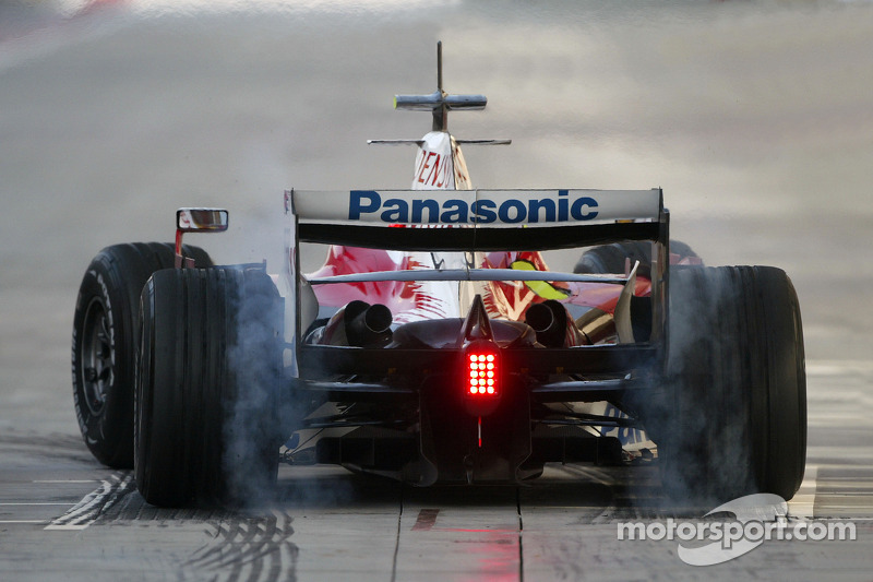 Timo Glock, Toyota F1 Team, TF108, burns rubber