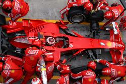 Kimi Raikkonen, Scuderia Ferrari tijdens een pitstop