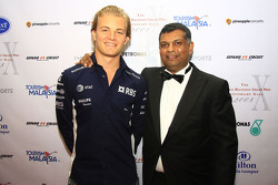 Gala Dinner: Nico Rosberg with Tony Fernandez
