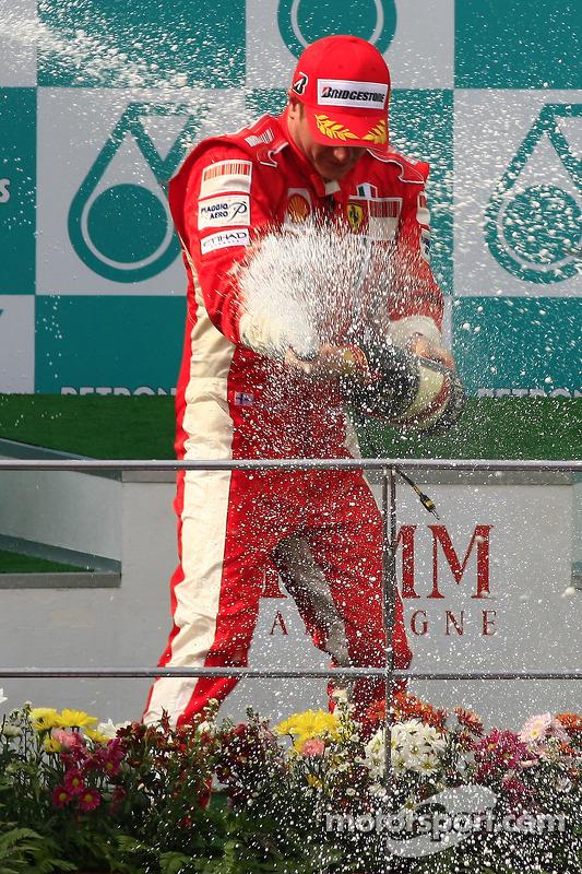 Podium : le vainqueur Kimi Raikkonen