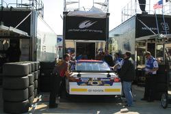 Michael McDowell's crew unloads his back up car