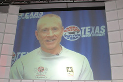 Hall of Fame Banquet: Mark Martin addresses the crowd by big screen