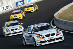 Jorg Muller, BMW Team Germany, BMW 320si and Felix Porteiro, BMW Team Italy-Spain, BMW 320si