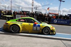 Пит-стоп: Тимо Бернхард, Марк Либ, Ромен Дюма, Марсель Тиман, Manthey Racing, Porsche 911 GT3 RSR (№1)