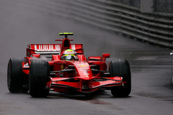 Felipe Massa, Scuderia Ferrari, spin out the track and lose the lead