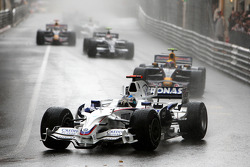 Nick Heidfeld, BMW Sauber F1 Team leads Mark Webber, Red Bull Racing