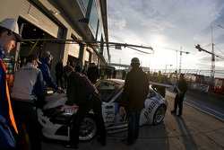 Pit stop for #31 paragon AG Porsche 997 RSR: Klaus Frers, Patrick Bernhardt, Jörg Hardt, Pierre Kaffer