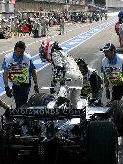 Kazuki Nakajima, Williams F1 Team crashes in the pitlane