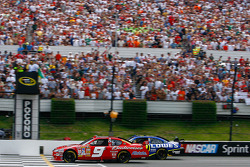 Kasey Kahne and Jimmie Johnson take the green flag