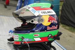 The helmet of Memo Rojas