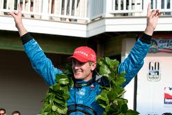 Victory lane: race winner Ryan Hunter-Reay celebrates