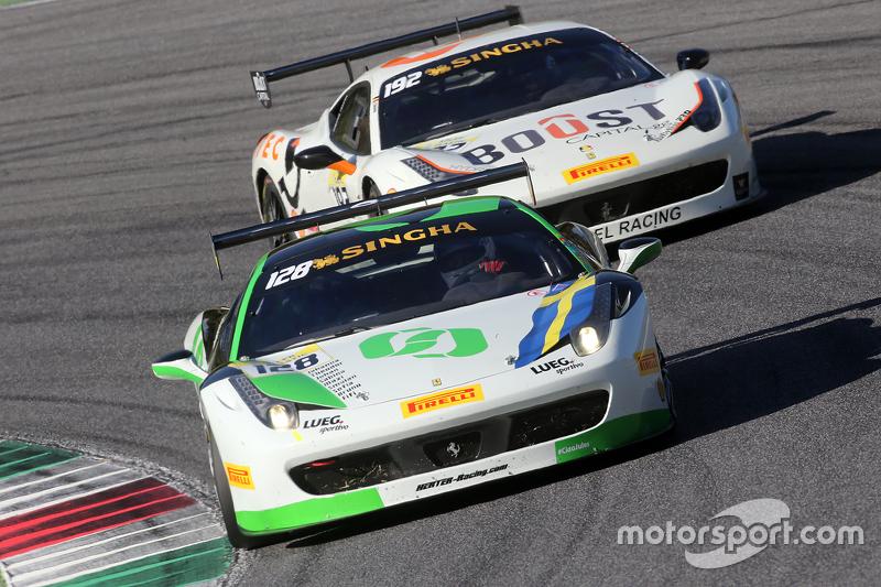 #128 Lueg Sportivo Ferrari 458: Christian Kinch, vor #192 Kessel Racing Ferrari 458: Jaques Duyver