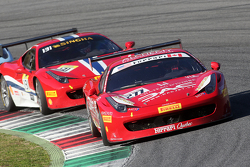 #277 Ferrari of Quebec Ferrari 458 Emmanuel Anassis avanti a #131 AF Corse Ferrari 458 Kriton Lendoudis