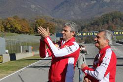 Маурицио Арривабене, руководитель команды Ferrari говорит с пилотом