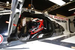 Kevin Magnussen nell'abitacolo della Porsche 919 Hybrid