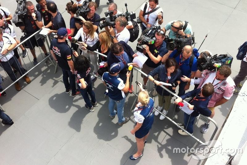 Verstappen e Massa falando com a imprensa