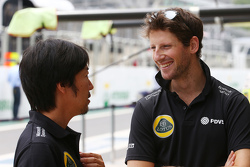 (L to R): Ayao Komatsu, Lotus F1 Team Race Engineer with Romain Grosjean, Lotus F1 Team