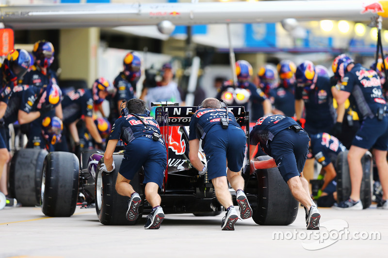 Red Bull Racing practices a pit stop