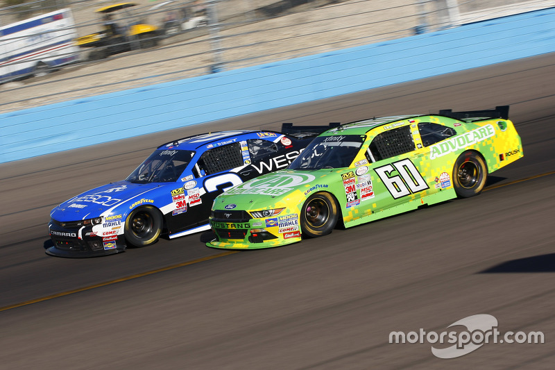 Chris BuesChaser, Roush Fenway Racing Ford та Tі Діллон, Річард Чілдресс Racing Chevrolet