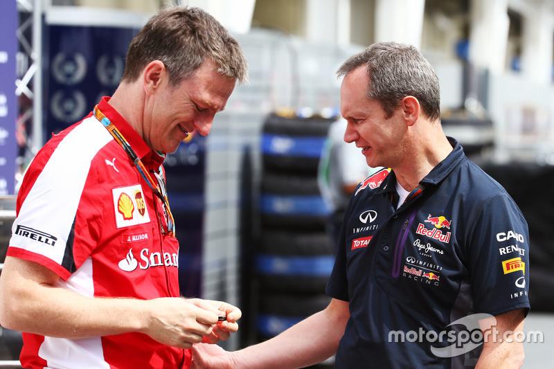 (L to R): Джеймс Еллісон, Ferrari Технічний директор з шасі з Пол Монаген, Головний інженер Red Bull Racing