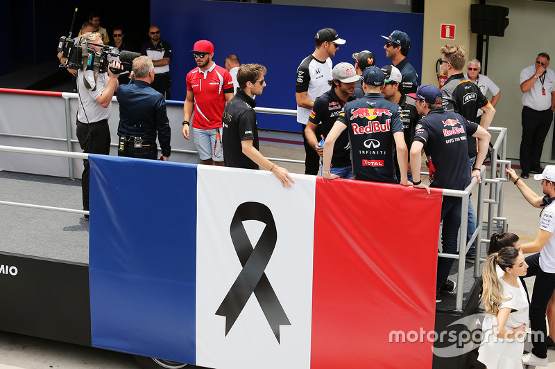 Romain Grosjean, Lotus F1 Team on the drivers parade as F1 pays its respects to the victims of the Paris terrorist attacks
