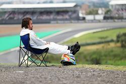 Фернандо Алонсо, McLaren MP4-30 остановился на трассе