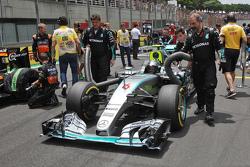 Nico Rosberg, Mercedes AMG F1 W06 on the grid