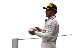 Podio: segundo lugar Lewis Hamilton, Mercedes AMG F1 Team