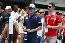 (L to R): Marcus Ericsson, Sauber F1 Team with Alexander Rossi, Manor Marussia F1 Team on the drivers parade