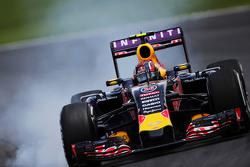 Daniil Kvyat, Red Bull Racing RB11 bloque une roue au freinage