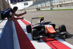 Race 2 winnaar Luca Ghiotto, Trident